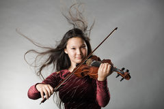 скрипка девушки plaing стоковое изображение rf