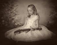 Скрипка девушки стоковое фото rf