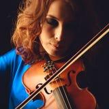 Скрипка играя музыкант скрипача Стоковое Изображение RF