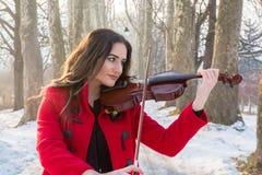 Скрипка игры девушки Стоковые Изображения