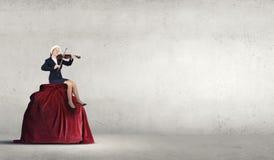 Скрипка игры женщины Санты Стоковое фото RF