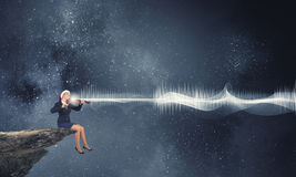 Скрипка игры женщины Санты Стоковое Изображение