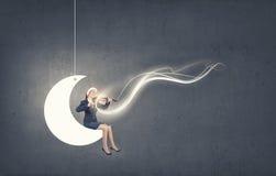 Скрипка игры женщины Санты Стоковое Фото