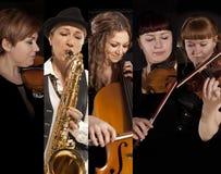 Скрипка игры музыканта на темной предпосылке стоковые изображения