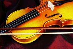 Скрипка и смычки стоковые изображения