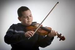 скрипка мальчика стоковые изображения rf