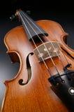 Скрипка с черной предпосылкой Стоковые Фотографии RF