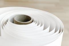 Скручиваемость бумаги крена прокладчика стоковые изображения