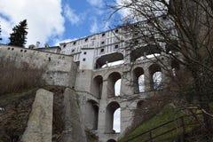 Скрывайте мост ½ Krumlov замка и Chateu ÄŒeskà положения Стоковая Фотография RF
