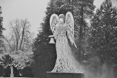 Скульптура ангела рождества в барочном парке дворца Hellbrunn Австралия salzburg Стоковое фото RF