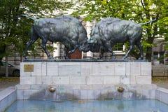 Скульптура 2 больших диаграмм бизона в Калининграде Стоковое Изображение RF
