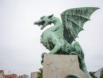 Скульптура дракона в Любляне, Словении Стоковая Фотография
