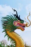 Скульптура дракона в небе Стоковые Изображения RF