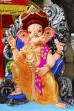 Скульптура лорда Ganapati нося Puneri Pagadi, во время фестиваля Ganesh, Пуна стоковые фотографии rf