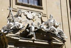 Скульптура на здании суда, Флоренса, Италии Стоковое Фото
