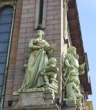 Скульптура на фасаде театра комедии Бывший магазин братьев Eliseev в s Стоковые Фотографии RF
