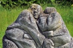 Скульптура песчаника на переулке парка стоковое изображение rf