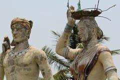 Скульптура племенных человека и женщин Стоковая Фотография