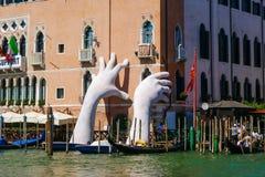 Скульптура рук стоковые фотографии rf