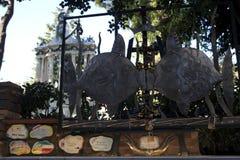 """Скульптура рыб около известного """"Muretto """"в городке Alassio, dei Fiori Ривьера, Савоне, Лигурии, Италии стоковая фотография"""