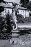 Скульптура человека в итальянском саде стоковая фотография