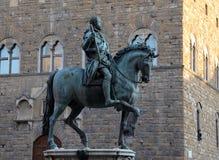 """Скульптура Cosimo De """"Medici верхом - Флоренс стоковые изображения"""