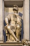 Скульптура Lorenzo II de Medici на его усыпальнице, Флоренс, Италия стоковые изображения rf