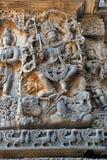 Скульптура Shiva танцуя мощно на теле демона Apasmara смерть, висок Hoysaleshwara, Halebidu, Karnataka Взгляд стоковые изображения rf