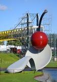 Скульптура Spoonbridge и вишни, в Миннеаполисе, Минесота стоковые фотографии rf