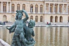 скульптура versailles дворца 2 купидонов Стоковая Фотография