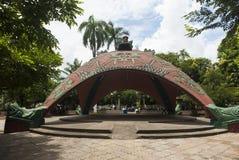 Скульптурный космос общины в парке Bernabela Ramos в Santa Cruz стоковые изображения