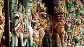 Скульптуры на башне gopura индусского виска висок Индии сток-видео
