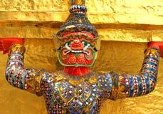 Скульптуры Ramayana красные гигантские на Таиланде Стоковое Изображение RF