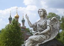 Скульптура ангела благословением Стоковое Фото