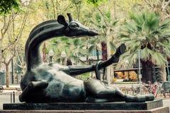 Скульптура Барселона жирафа. Каталония, Испания. стоковые изображения rf