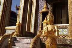 Скульптура Будды в грандиозном дворце Стоковые Фотографии RF