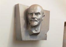Скульптура Владимира Ленина в метро Москвы стоковая фотография rf