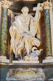 Скульптура в базилике St. John Lateran в Риме, Италии стоковые фотографии rf
