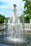 Скульптура девушки в фонтане Стоковая Фотография
