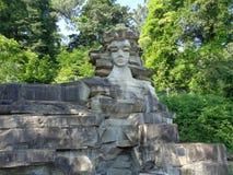 Скульптура женщины высекла в камне, ориентир ориентире Сочи, России Стоковые Изображения RF