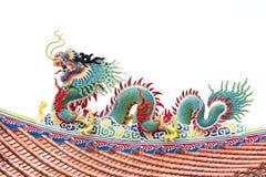 Скульптура зеленого дракона на крыше. Стоковые Фотографии RF