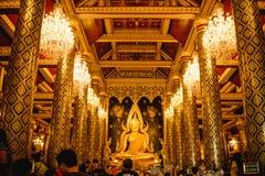 Скульптура золота статуи Будды, известная как Phra Phuttha Chinnarat на виске Wat Phra Sri Rattana Mahathat и большинств красивом Стоковое Фото