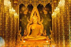 Скульптура золота статуи Будды, известная как Phra Phuttha Chinnarat на виске Wat Phra Sri Rattana Mahathat и большинств красивом Стоковая Фотография RF