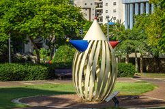Скульптура металла клоуна в парке города Стоковое Фото