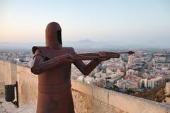 Скульптура металла ратника в замке Санта-Барбара Стоковое фото RF