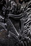 Скульптура на покрашенном bkack деревянным! Стоковые Фото
