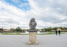 Скульптура на фронте дворца Nymphenburg в Мюнхене, Германии Стоковое Изображение