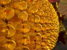 Скульптура низкого сброса в буддийских висках Таиланде Стоковая Фотография RF