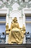 Скульптура принцессы Libuse на фасаде здания historinc, Karlova, Праге, чехии Стоковые Фотографии RF