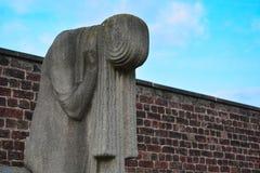 Скульптура плача женщины Стоковые Фото
